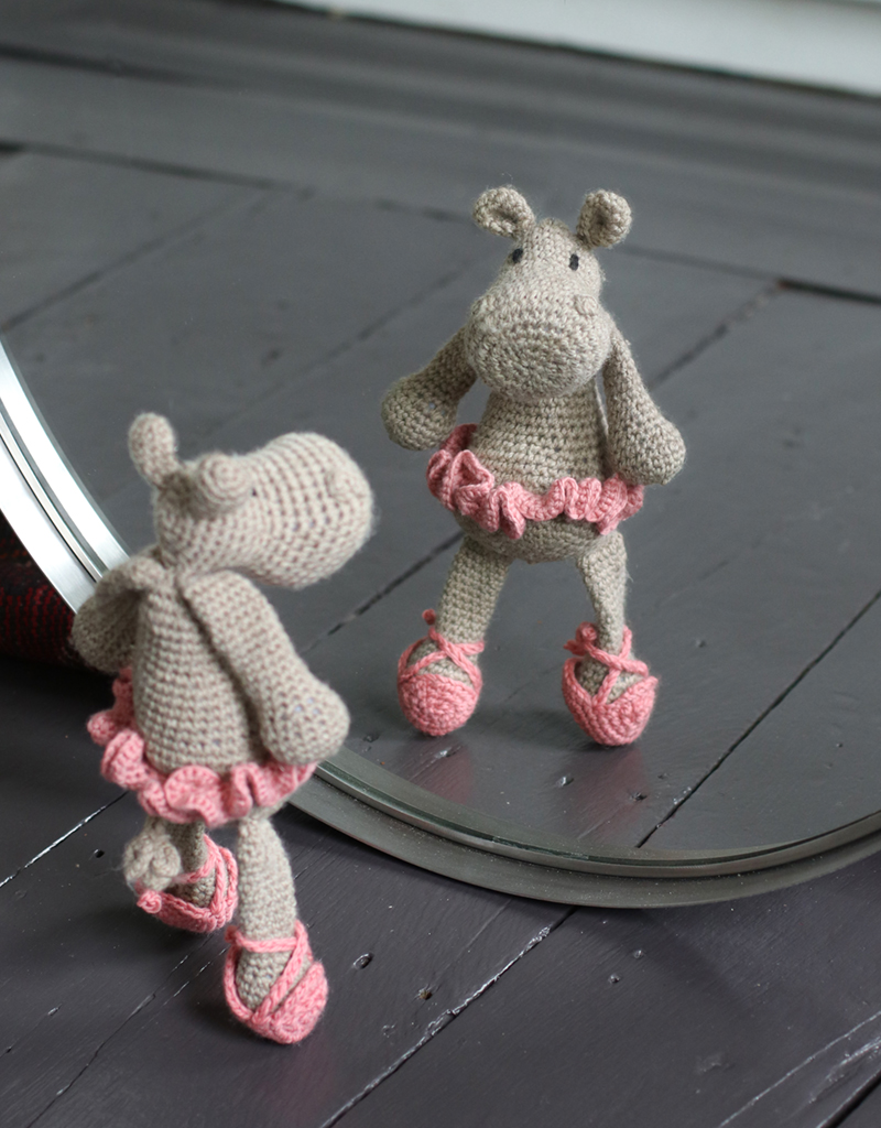 Ballerina doll amigurumi crochet pattern - Amigu World | 1024x800