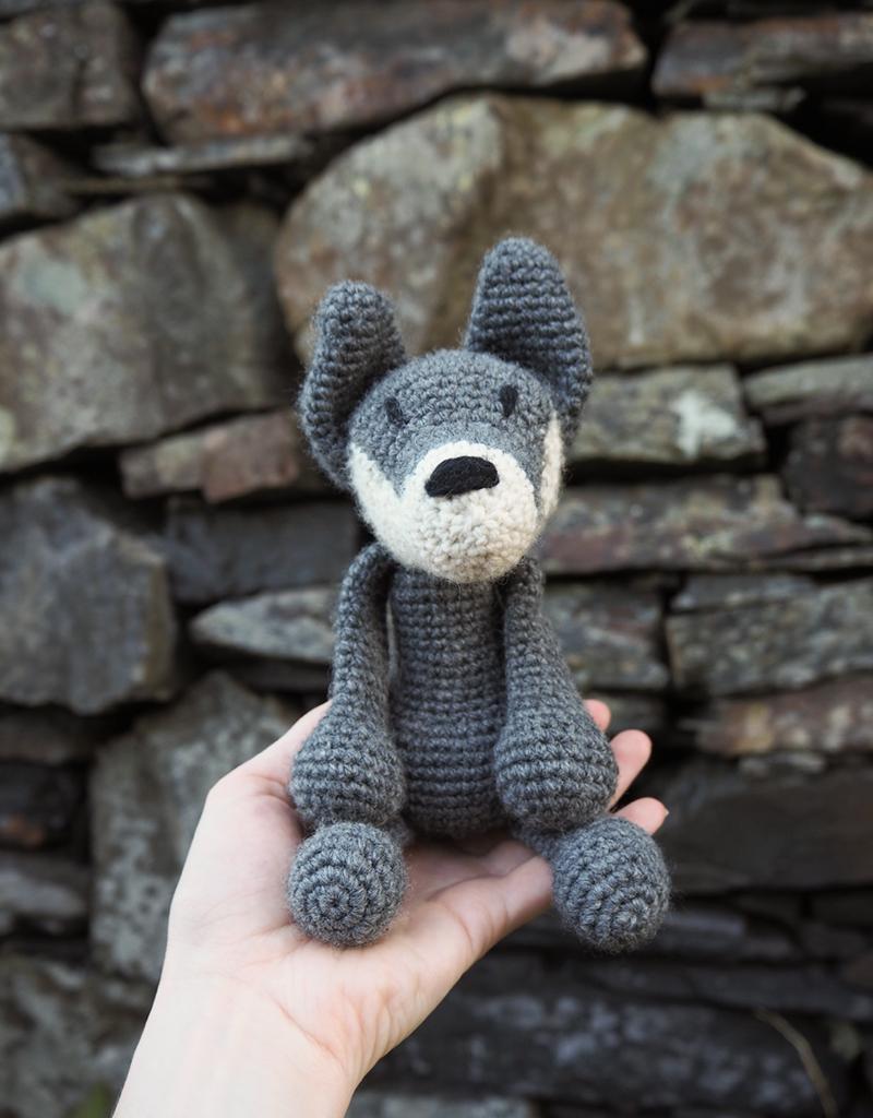 Woolfie, realistic crochet wolf pattern | Son's Popkes | 1024x800